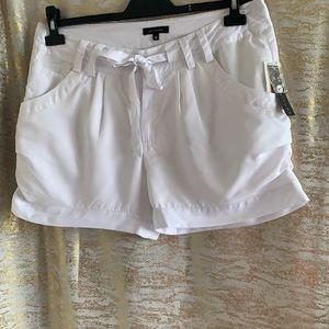 NWT🌺 attitude white mini short